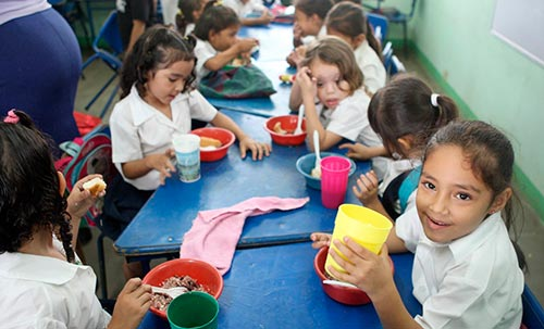 Lufusa entrega donativos a niños